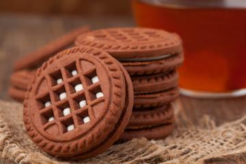Chocolate oreo cookies with tea