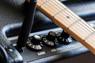 Ampli et manche de guitare