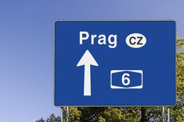Wegweiser auf A6, Richtung Prag Tschechien