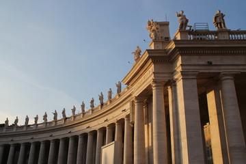 Statuen auf dem Petersdom