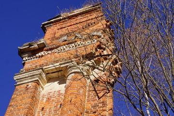Развалины церкви