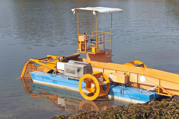 Machine boat for cleaning river rubbish and plants