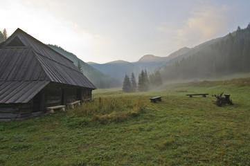 Dolina Jaworzynki - porannej mgle