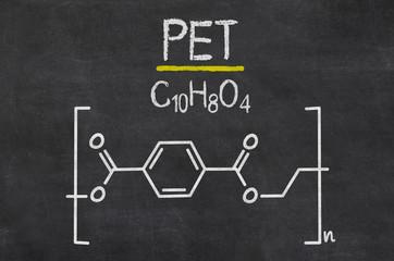 Schiefertafel mit der chemischen Formel von PET