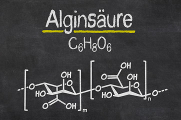 Schiefertafel mit der chemischen Formel von Alginsäure