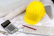 canvas print picture - Hausplan mit Helm eines Bauarbeiters