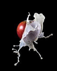 apple with milk splash