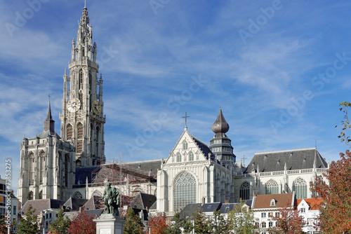 Foto op Canvas Antwerpen Liebfrauenkathedrale in Antwerpen im Herbst