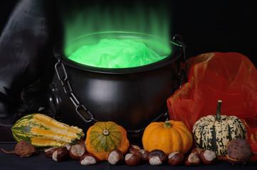 Hexenkessel mit grünem Dampf