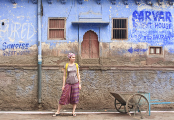 A tourist on a background of a house in the city of Jodhpur. Raj