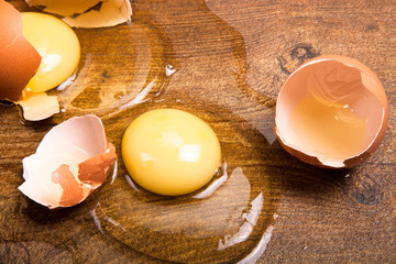break eggs on the wooden floor