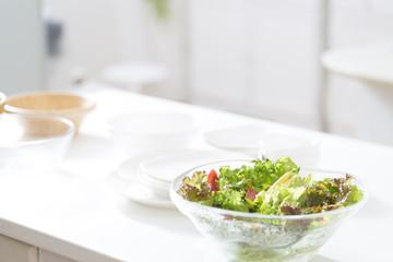 キッチンのサラダ