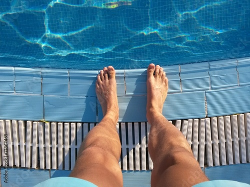 canvas print picture Stehen am Pool