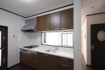 対面式キッチンとリビングルーム イメージ
