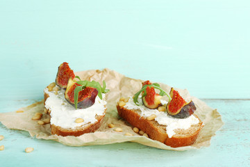 Tasty sandwiches with sweet figs and cottage cheese