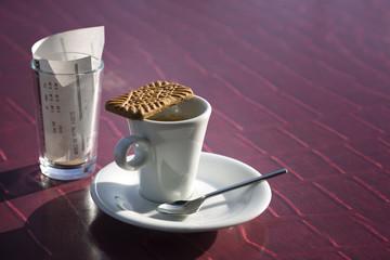 Tasse de Café noir avec biscuit Spéculos