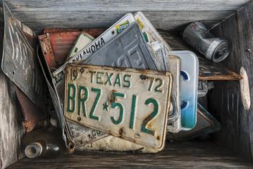 Kiste mit alten Nummernschildern, Route 66 USA