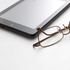 Tablet computer and eyeglasses