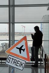 Wartezeit wegen Streik am Flughafen