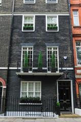 ロンドン 黒壁の建物 London