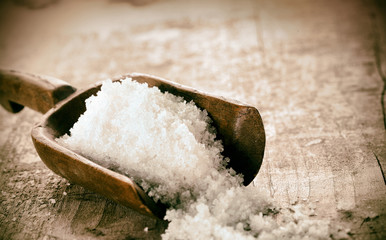 Coarse granules of rock or sea salt