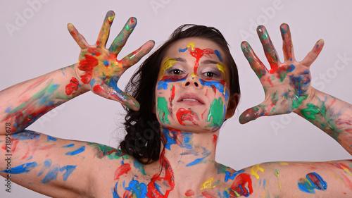 canvas print picture frau mit farben bemalt