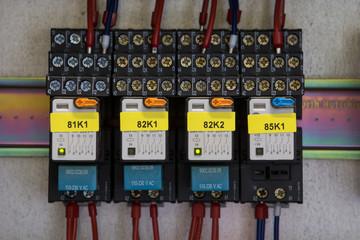 4 Relais verbaut mit Kabeln inklusive Beschriftung