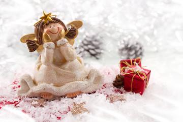 Goldener Engel im Schnee