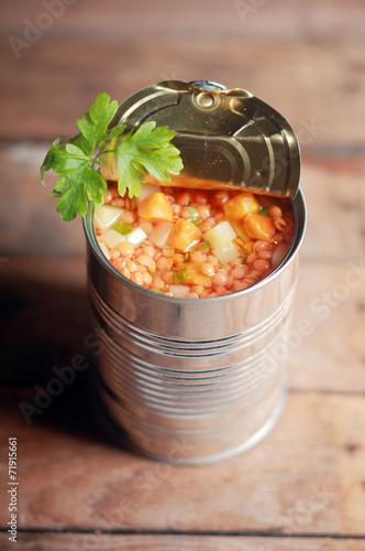 Keuken foto achterwand Boodschappen Opened can of lentil vegetable soup