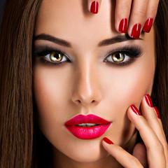 Bilder und Videos suchen: lippenstift