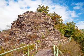 Ausgesetzter Felsenweg auf dem Moselsteig bei Cochem