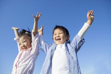 青空と笑顔の子供達