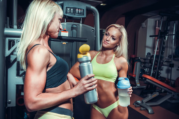 Girls with shekers relaxing in the gym