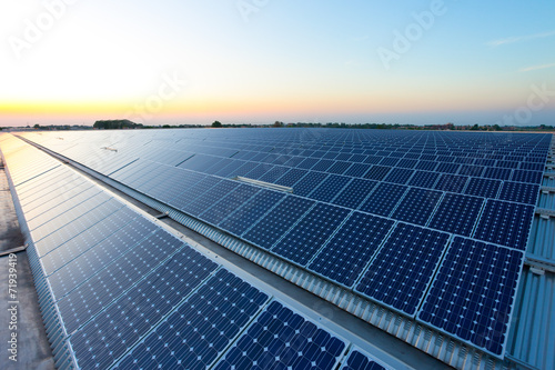 canvas print picture Power plant using renewable solar energy with sun
