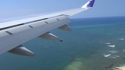 空撮 着陸するジェット機