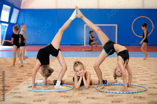 Gymnastic composition made by three girls - 71945814