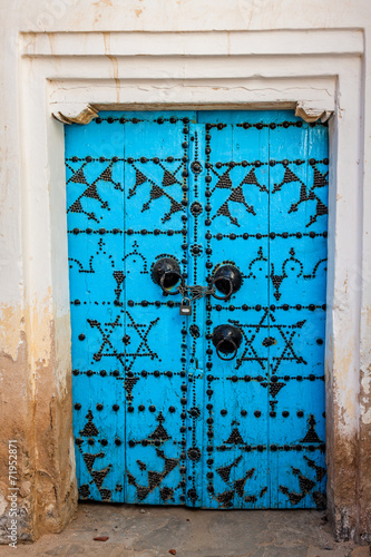 Aluminium Tunesië Traditional entrance door of a house in Gafsa,Tunisia