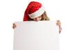 Kind mit Weihnachtsmütze schaut auf ein Plakat