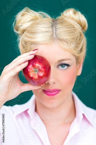 canvas print picture Blonde Frau mit Apfel in der Hand