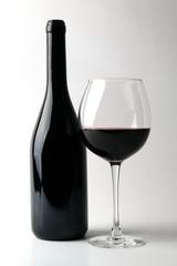 Garrafa de Vinho e Copo de Vinho