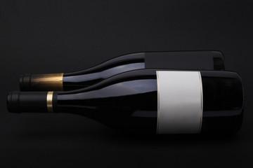 Garrafa de Vinho com Rótulo a Branco com fundo escuro