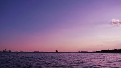 夕焼けトワイライト 数分おきに着陸する旅客機(インターバル撮影 ズームイン)257-2