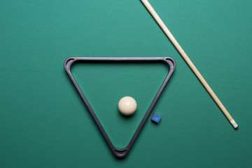 arranged white ball and the triangle