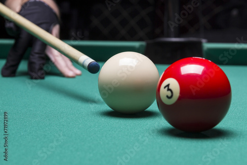 Staande foto Billiard balls in a pool table. focus on the white ball