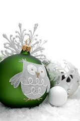 Weihnachtskugeln mit Eiskristall