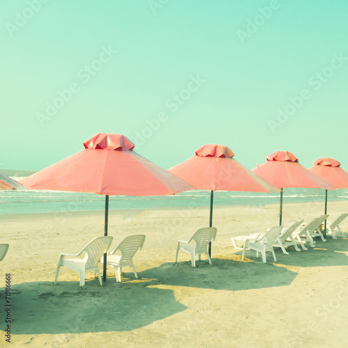 Vitnage pink umbrellas in the beach - 71986668