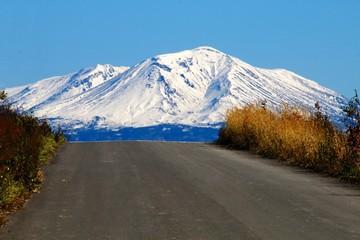 坂の上に現れた大雪山旭岳