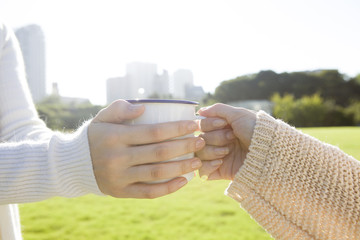 Hand to receive the mug