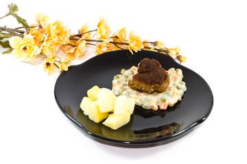 Frische Frikadelle mit Rahmgemüse und Kartoffeln