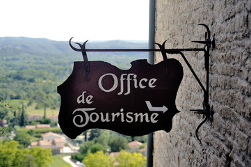 Sign indicating the entrance to the tourist office